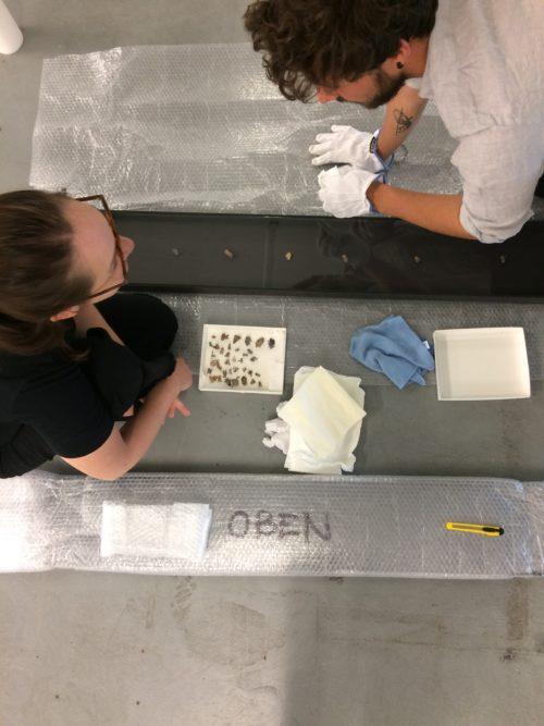 Lea Grebe beim Aufbau ihrer Installation zum Förderpreis.