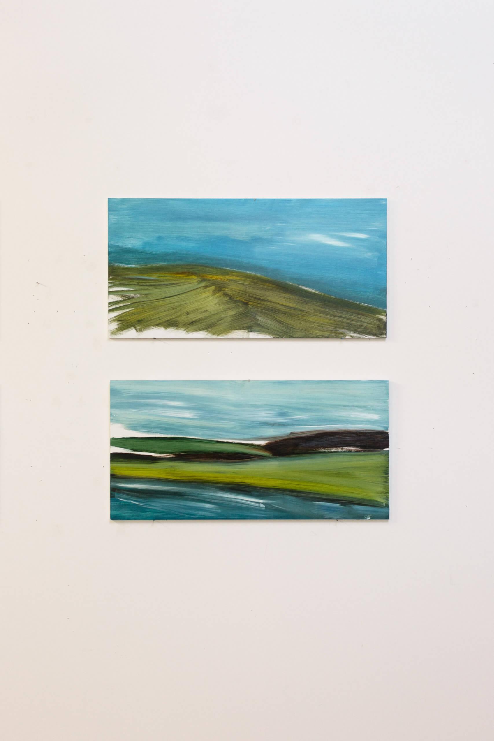 """Zwei Landschaften in Öl, aus der Serie """"Places of Longing"""" von Monika Humm hängen an einer Wand"""